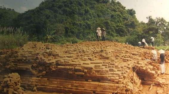 Phế tích trong khu Thánh địa Cát Tiên