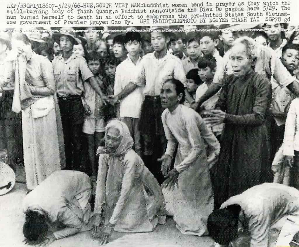 Phật tử biểu tình ở Huế, 1966. Nguồn UPI, Nguyễn Thanh Tài