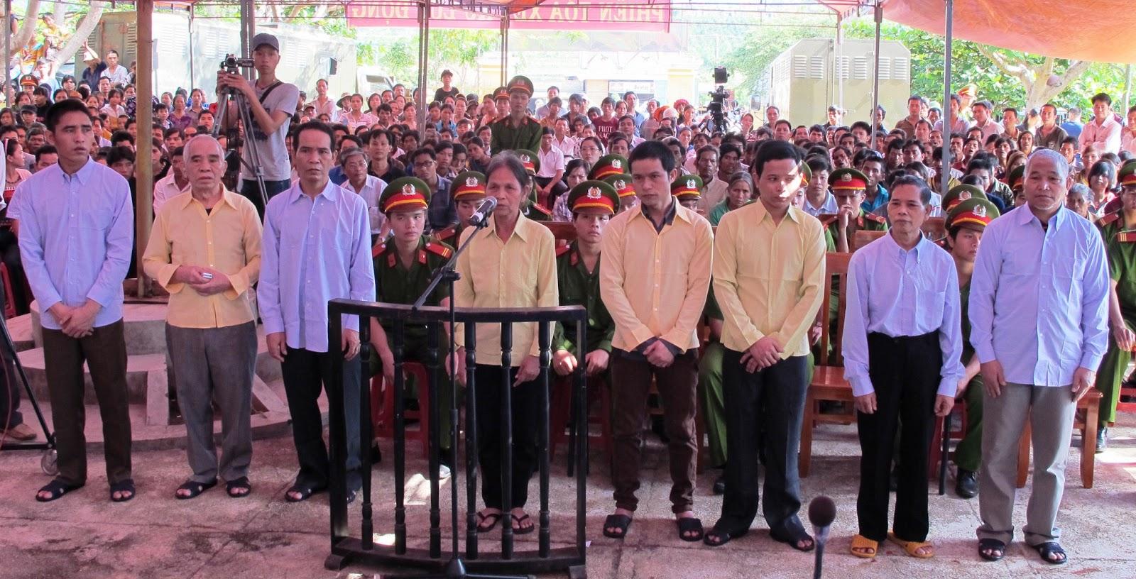 Tám tín hữu Thiên Chúa giáo bị kết án tù tại tòa án Gia Lai. Nguồn: tingialai.vn/