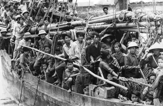 Người tị nạn cộng sản từ miền Bắc trên đường đến Hong Kong. Nguồn: Red Cross UK