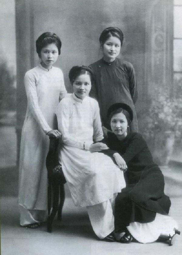 Phụ nữ trong tà áo dài, những năm 1930. Nguồn: OntheNet