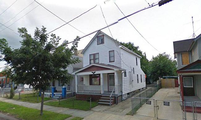 Nhà của Ariel Castro taji 2207 Seymour Avenue, Cleveland, Ohio, là nơi giam giữ ba phụ nữ và một bé gái.