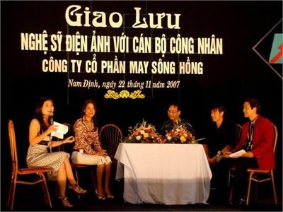 Chat / Talk với sao. Có bao nhiêu chữ thuần Việt trên sân khấu?