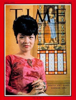 Áo dài kiểu Bà Nhu (1963). Nguồn: Tạp chí TIME.