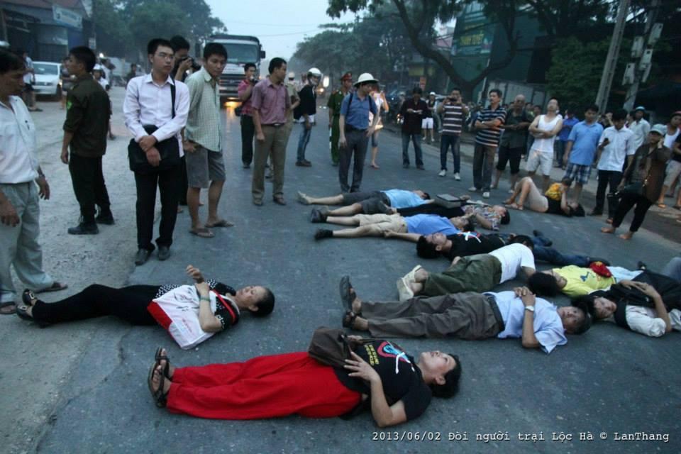 Biểu tình ở Lộc Hà (2/6/2013). Nguồng ảnh: Lân Thắng