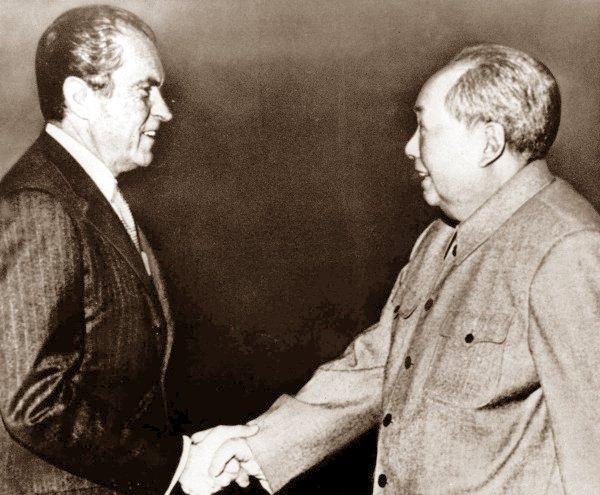 Richard Nixon - Mao Zedong. Nguồn: OntheNet