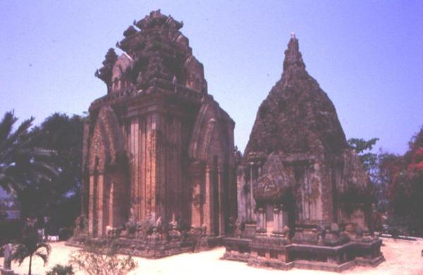 Hình 4: Thánh địa Pô Nagar Nha Trang, nơi thờ Nữ thần Mẹ Xứ Sở–Yang Inư Pô Nagar. [Ảnh TKP]