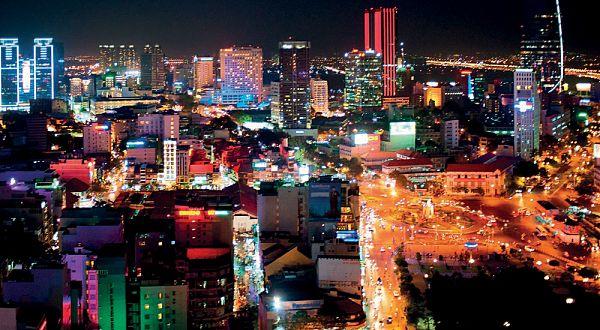 Sài Gòn về đêm. Nguồn: www.cebusmile.com
