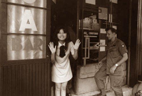 Bar Sơn Ca Saigon, Việt Nam (1968) Nguồn ảnh: James Caccavo