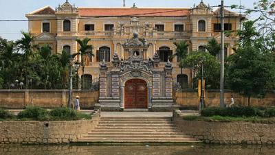 An Ðịnh Cung, bên bờ sông An Cựu, số 97 Phan Ðình Phùng, Huế được Vua Khải Ðịnh xây dựng xong năm 1919. Nguồn: Ảnh tư liệu gia đình ông Bảo Ân.