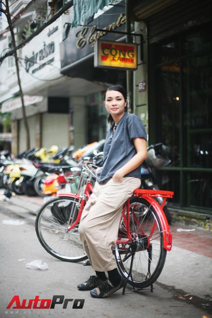 Ca sỹ Linh Dung chủ quán cafe Cộng. Nguồn: http://autopro.com.vn