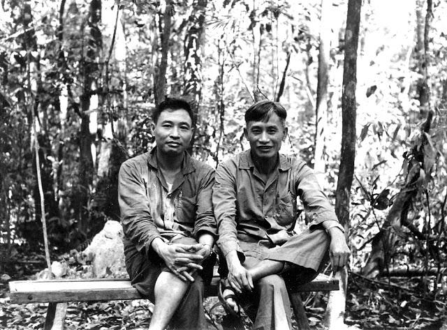 Tướng Trần Độ (t) và Lê Trọng Tấn (p) ở chiến trường B. Nguồn: phong-vu.blogspot.ca/