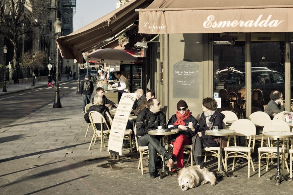 Esmeralda, Paris. Leica M9 with 35mm Summilux Asph at F5.6, 1/710, ISO160. Nguồn: http://blog.yanidel.com/