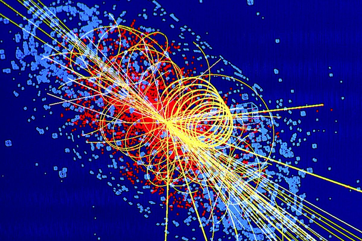 Computer simulation of particle traces from an LHC collision in which a Higgs Boson is produced. (c) CERN. Nguôn ảnh - Image credit: Lucas Taylor