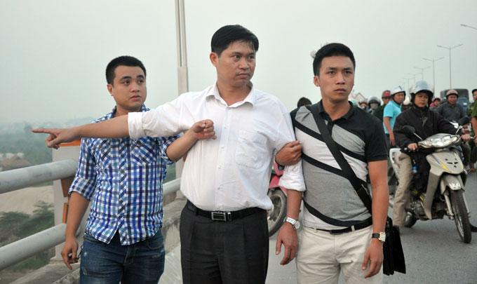 Nguyễn Mạnh Tường (áo trắng). Ảnh: Tuoi Tre