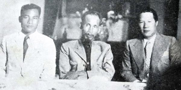 M Vĩnh Tuy (bên phải), cựu hoàng Bảo Đại, sau khi lật đổ chính phủ của ông, công dân của nước Cộng hòa mới, việc xử lý của Chủ tịch Hồ Chí Minh (tháng 8 năm 1945). Nguồn:- Henri Estirac - Tháng 11 năm 1945