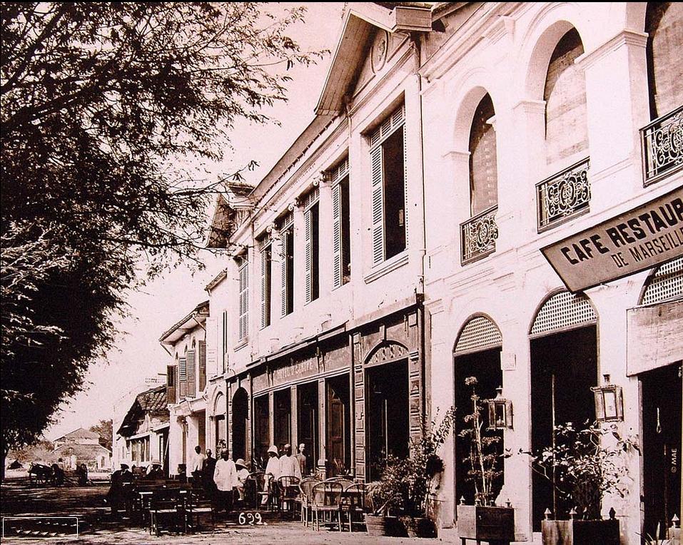 Saigon 1882 - CAFE RESTAURANT DE MARSEILLE - Quai de Commerce (bến Bạch Đằng ngày nay). Nguồn: flickr.com/manhhai