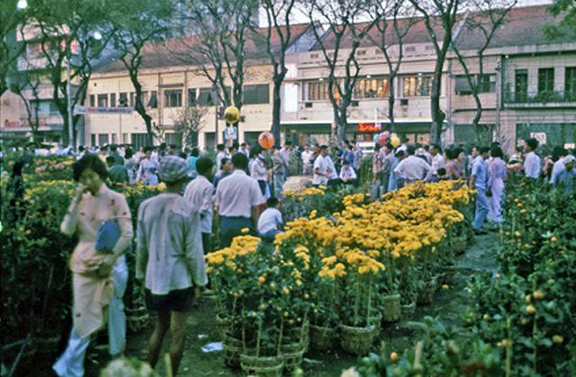 Chơ ợ hoa Nguyễn Huệ (trước 1975). Nguồn: flickr.com