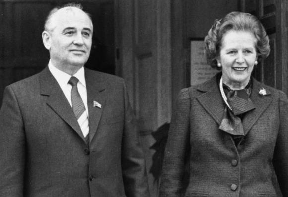 Mikhail Gorbachev thành viên BCT Soviet  chụp ảnh với Thủ tướng Anh trong chuyến viếng thăm tại Chequers (December 1984). Nguồn: REUTERS/Stringer