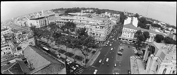 Sài Gòn ngày xưa, nhìn từ nóc khách sạn Caravel. Nguồn: OntheNet