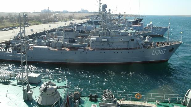 Một số tàu của Ukrain mắc kẹt ở cảng sau khi Nga đánh chìm 3 tầu của họ để chặn đường ra khỏi Biển Đen. Nguồn:  Derek Stoffel/CBC