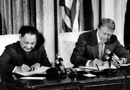 Phó TT Đặng Tiểu Bình và TT Jimmy Carter ký kết quan hệ ngoại giao January 29, 1979. Nguồn: OntheNet