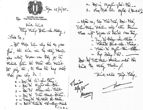 """Thư viết tay của cựu TT Nguyễn Văn Thiệu trình TT Trần Văn Hương ngày 25/4/1975 và được TT Hương phê """"Thuận"""". Nguồn: OntheNet"""