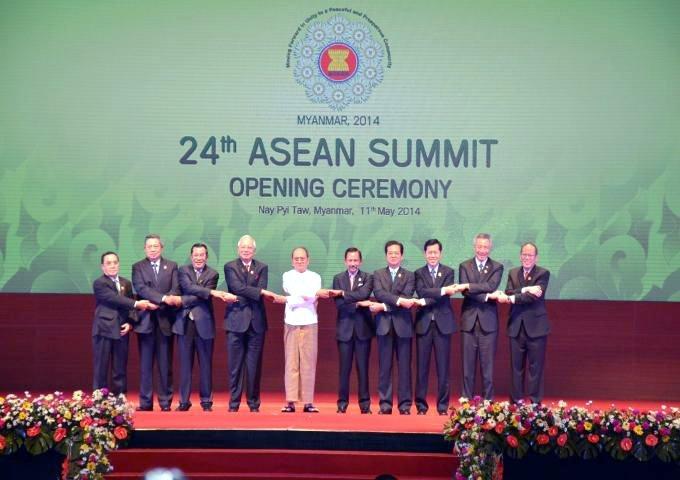 Cùng nắm tay nhuwng không phải là đồnh minh của Việt Nam. HN ASEAN 2014 tại Myanmar. Nguồn: ASEAN