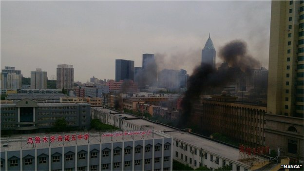 """Khói ở trung tâm khu bạo loạn ở Tân Cươn. Ảnh: Nhân chứng """"Manga"""""""