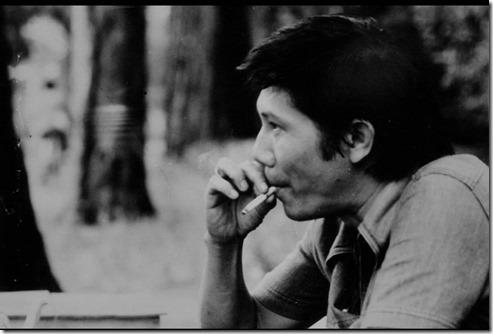 Nguyễn-Xuân Hoàng ở một góc phố Sài Gòn? (1970)