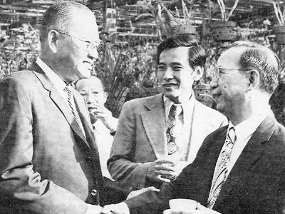 Tổng thống Dương Ban Minh (T), Bộ trưởng Thông Tin Lý Qusy Chung (G), Thủ tướng Vũ Văn Mẫu (P). Nguồn: Hồi ký không tên.