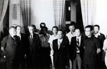 Nội các 1 ngày của Thủ tướng Vũ Văn Mẫu. Dinh Độc Lập 30/4/1975. Nguồn Giaoduc.net