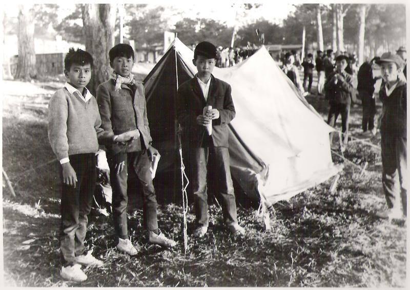 Học sinh Trần Hưng Đạo (Dầ Lạt) cằn trại năm 1967, gần Tết Đinh Mùi. Nguồn Facebook.