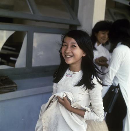 Cô nữ sinh trung học nay có lẽ đã là bà nội bà ngoại. Nguồn: talkvietnam.com