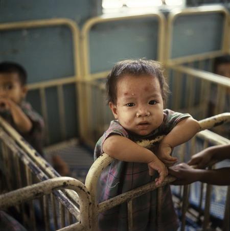 Trẻ mồ côi. Nguồn: vietnamtalk.com