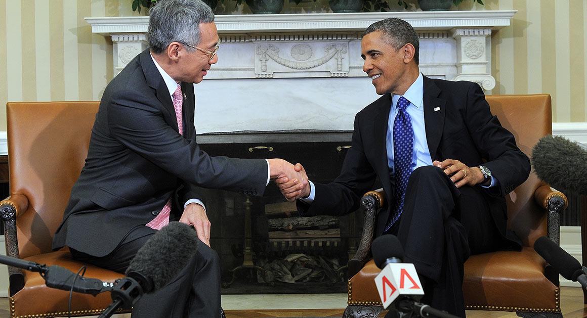 Thủ tướng Singapore Lý Hiển Long và Tổng thống Mỹ Barack Obama. Nguồn: Politico Magazine.