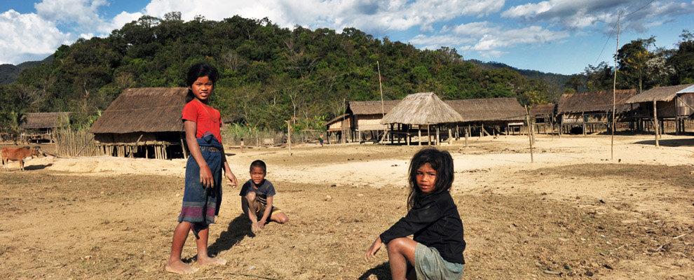 Trung tâm sinh hoạt cua một làng Katu ỏe Sekong (Laos) phía Tây của Đà Nẵng/QuarngNam. Nguồn: http://en.amica-travel.com/