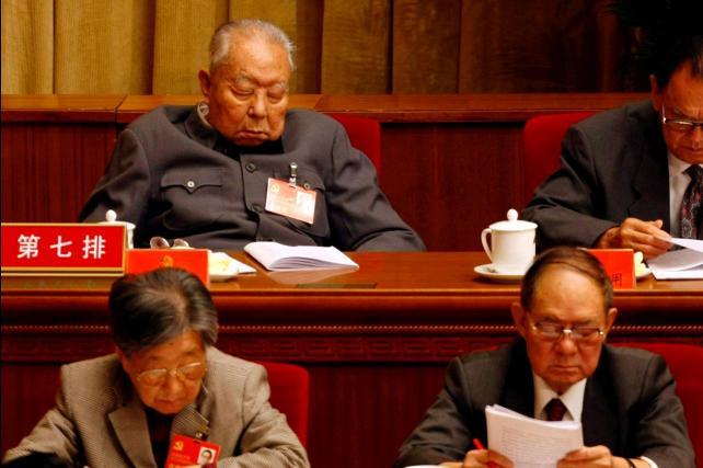 Hoa Quốc Phong khi hết quyền lực. Nguồn: OntheNet