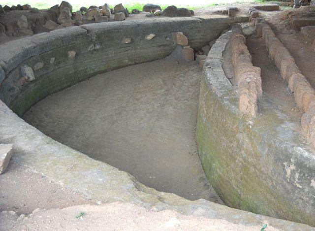 Tường thành Vijaya (Chà Bàn). Nguồn: champatra.blogspot.ca/