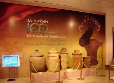 Gian trưng bày gốm Sa Huỳnh tại Bảo tàng Lịch sử Việt Nam. Nguồn: gpquinhon.org