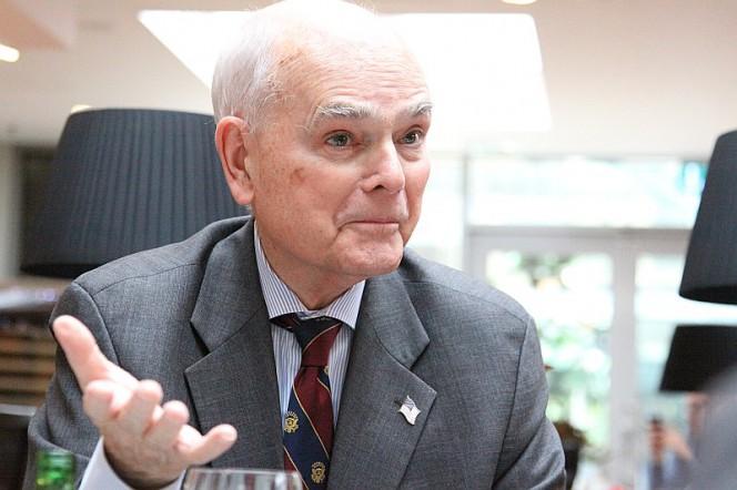 Lee Edwards, người đồng sáng lập và Chủ tịch của the Victims of Communism Memorial Foundation. Nguồn:  Latvijas Avizeb