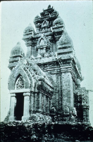 Po Klong Garai temple, Panduranga, Vietnam, ca. 14th century A.D.. Nguồn: http://digitalcollections.lib.washington.edu/