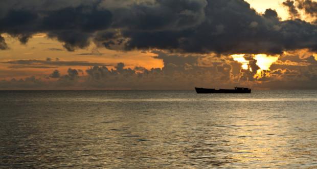 Biển lặng hay đang có sóng ngầm? Nguồn: http://bakken.com/