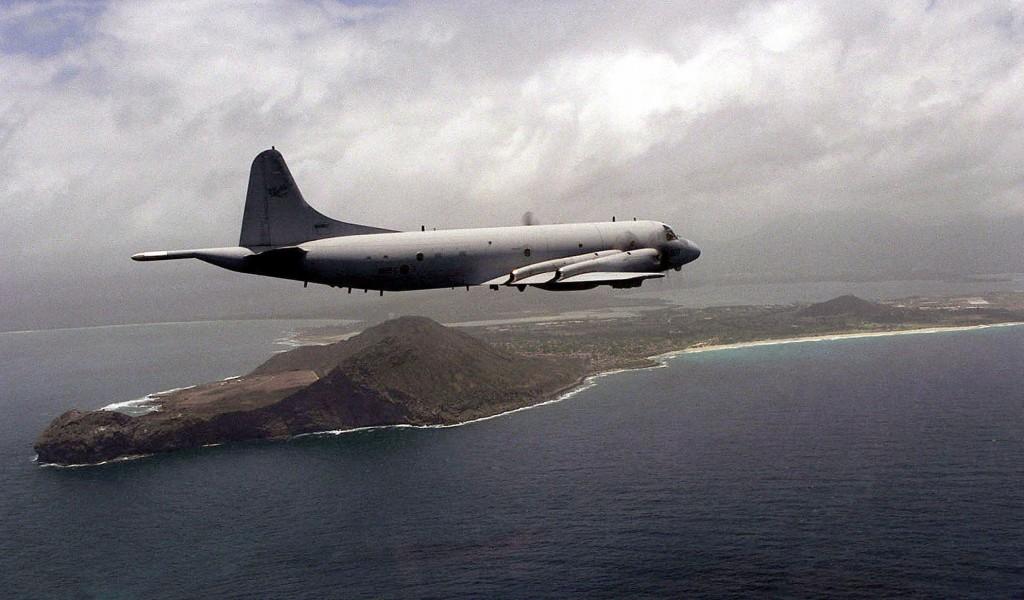 Máy bay P-3 Orion của Hải Quan Nam Hàn bay qua vịnh over Kaneohe, Hawaii. Nguồn: Wikipedia