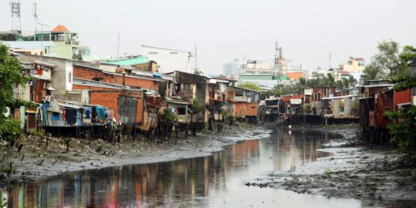 Một góc kênh Nhiêu Lộc, mỗi sáng khi nước rút. Nguồn:  Nguyễn Ngọc Hải.