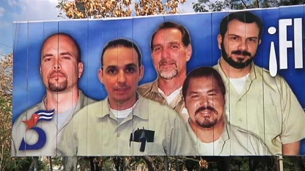 Cuban Five: Từ trái: Gerardo Hernández,Antonio Guerrero,René González (thả ngày 7tháng 10, 2011), Ramón Labañino,Fernando González (thả ngày 27 tháng 2). Ba người còn lại được trả về Cuba ngày 17 tháng 12, 2014. Hình: Cuban Five billboard, Havana (NBC)