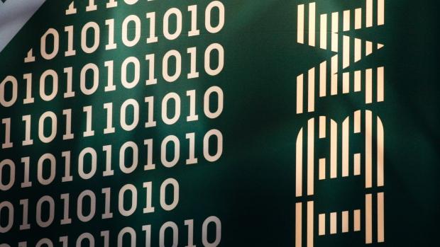 Thu nhập của IBM đã liên tục giảm suốt 11 quý và có nhiều nguồn tin cho hay IBM sắp phải tổ chức lại công ty. (Mark Lennihan / Associated Press)