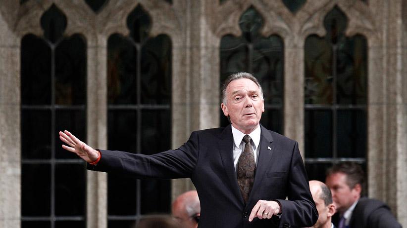 """Cựu Bộ trưởng Môi trường, dân biểu CPC Peter Kent . Nguồn"""" Macleans.ca"""