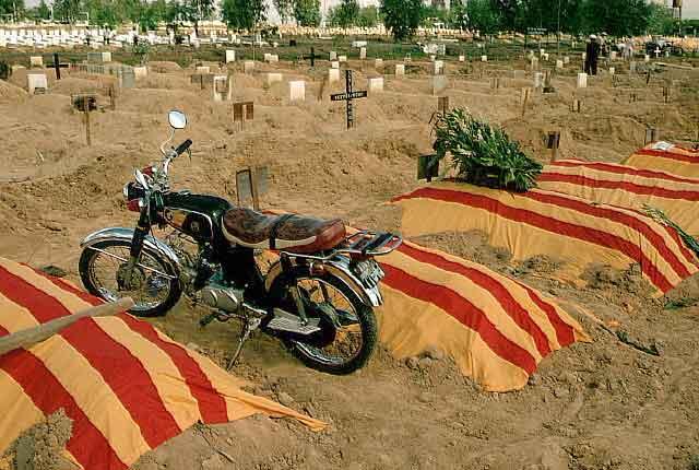 Mộ chiên sĩ VNCH ở Nghĩa trang Quân đội Biên Hòa trong mùa Hè đỏ lửa 1972