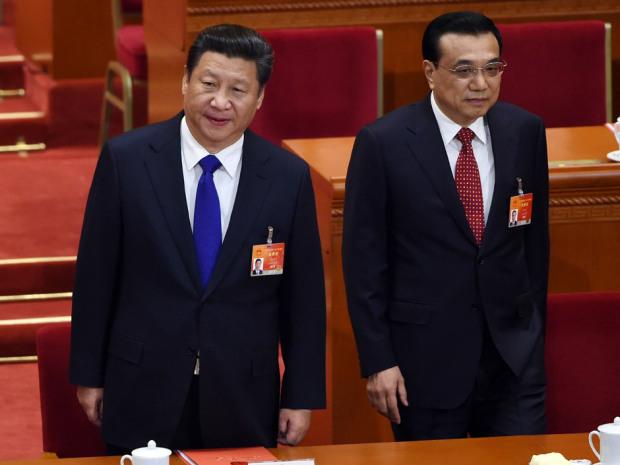 Chủ tịch Trung Quốc Tập Cận Bình (L) và Thủ tướng Lý Khắc Cường (R) tới dự bế mạc kỳ họp thứ 3 của Quốc hội Nhân dân lần thứ 12 tại Đại lễ đường Nhân dân ở Bắc Kinh vào ngày 15 tháng 3 năm 2015. Wang Zhao / AFP / Getty Images